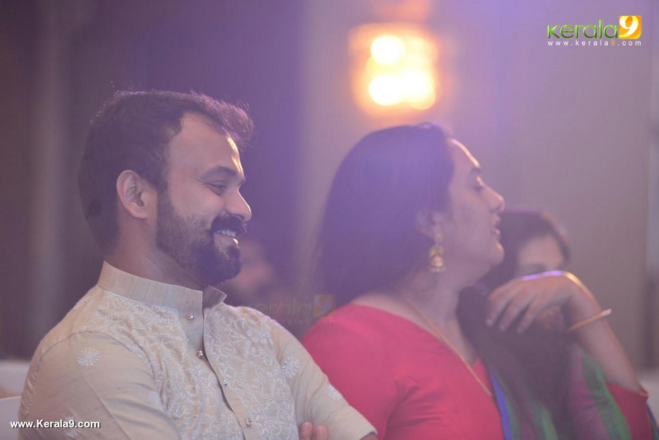 kunchacko boban at shikari shambu malayalam movie pooja photos 116 00