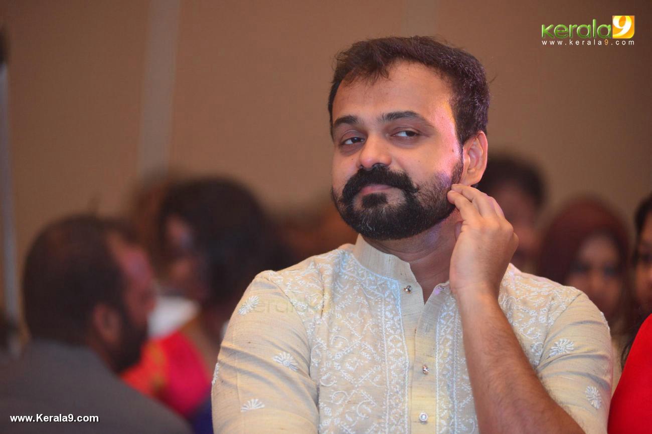 kunchacko boban at shikari shambu malayalam movie pooja photos 116 009
