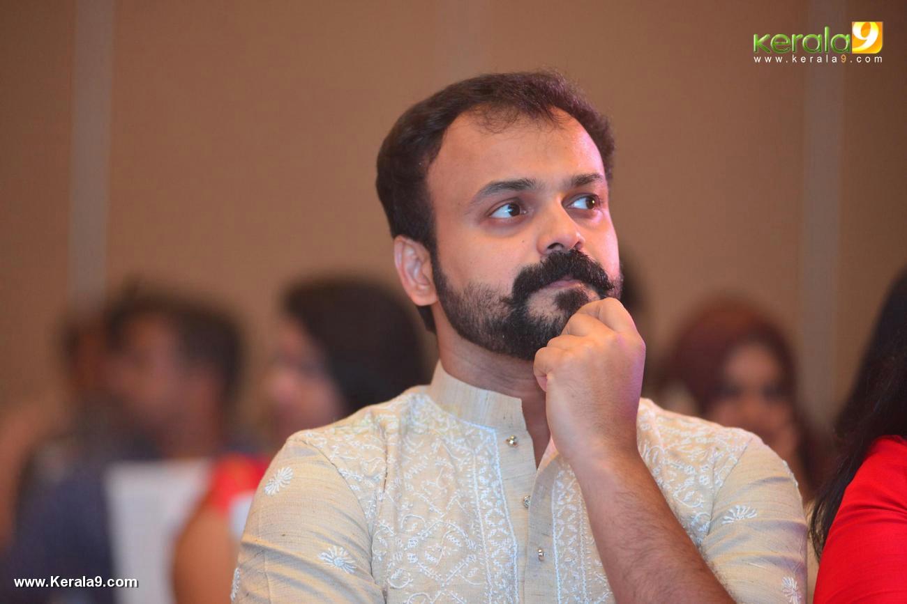 kunchacko boban at shikari shambu malayalam movie pooja photos 116 01