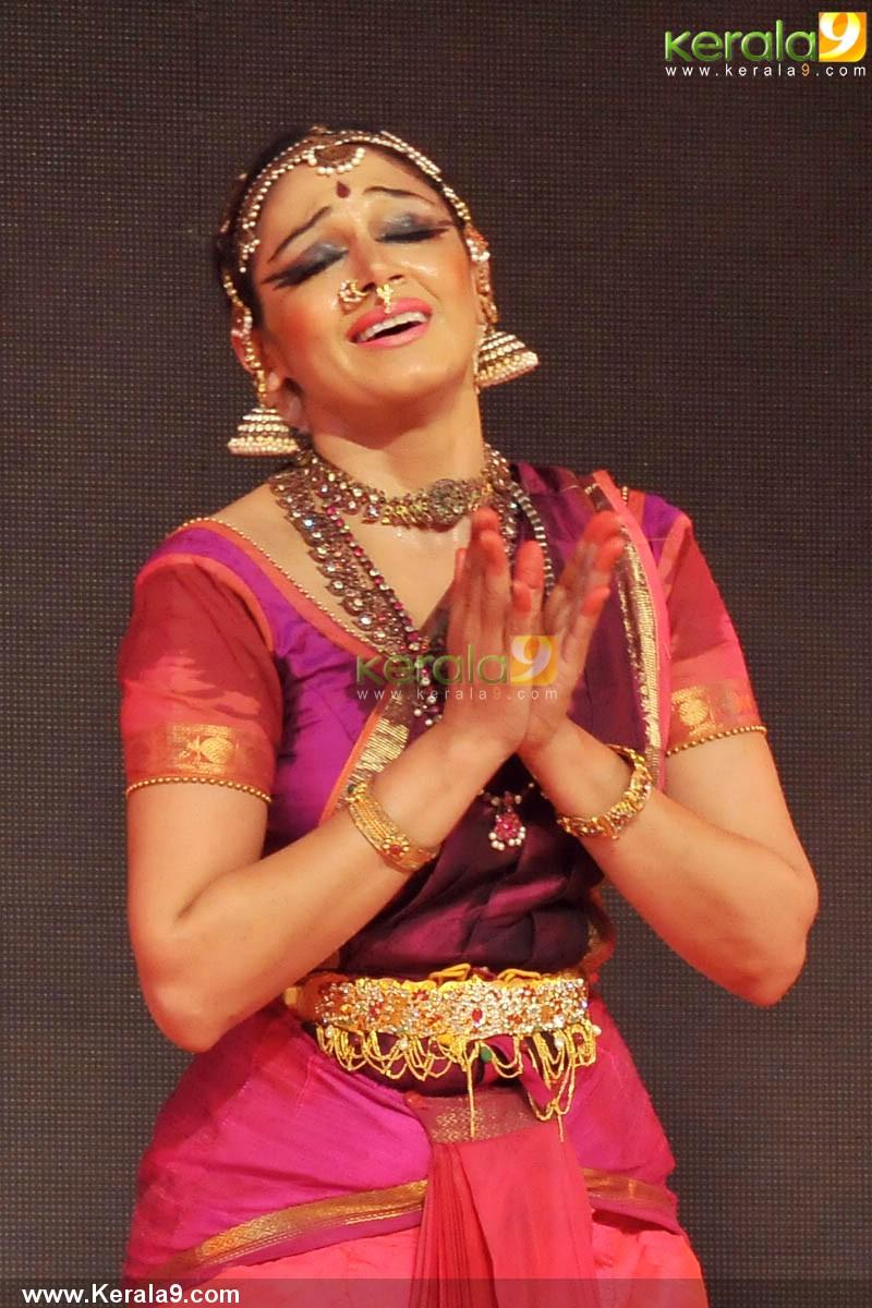 Shobana Dance Performance At Nishagandhi Auditorium