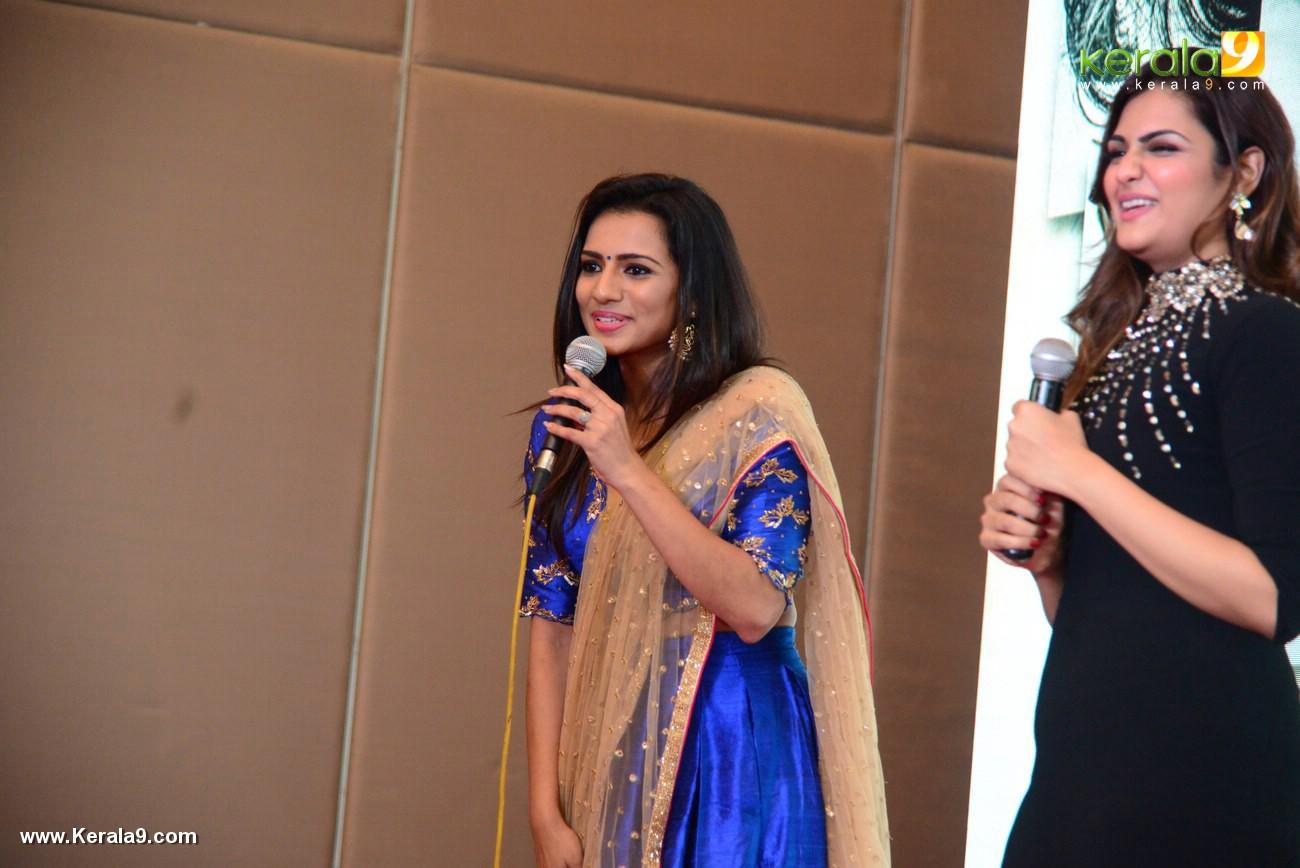 sruthi hariharan at solo malayalam movie audio launch photos 119 007