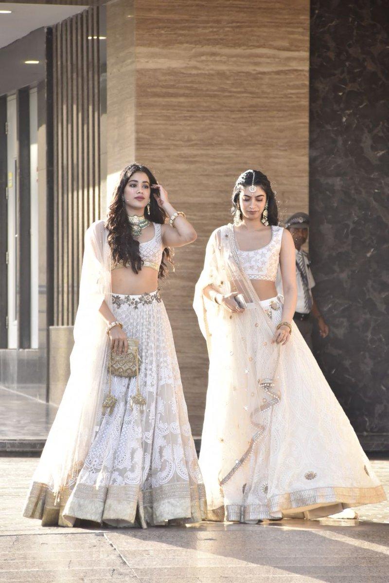 sonam kapoor wedding mehendi photos 4