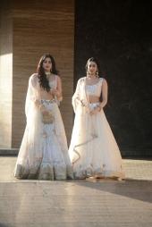 khushi and jhanvi kapoor at sonam kapoor wedding mehendi photos