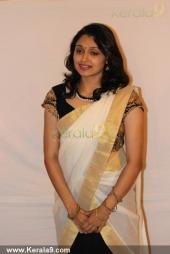 sruthi lakshmi marriage reception photos 003 01