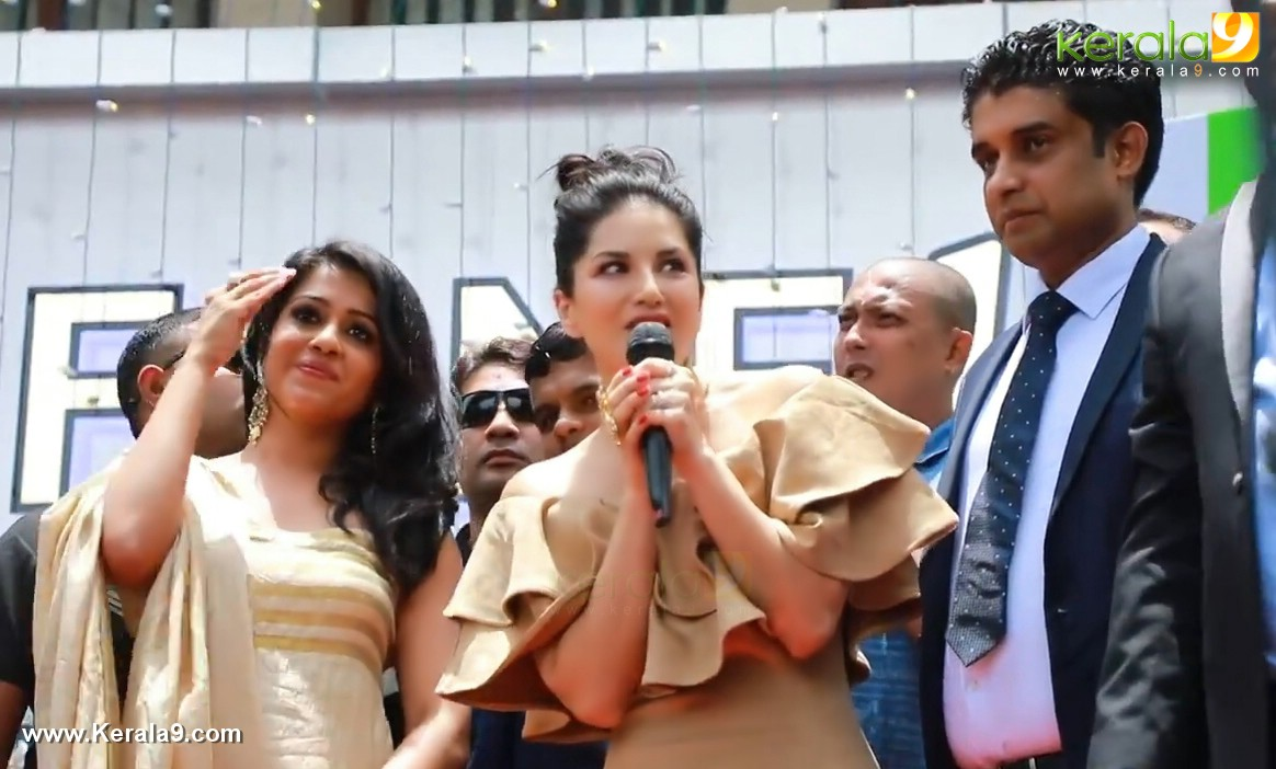 sunny leone at fone4 kochi inauguration photos 002