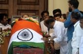 rajinikanth at jayalalitha funeral pics 139 001