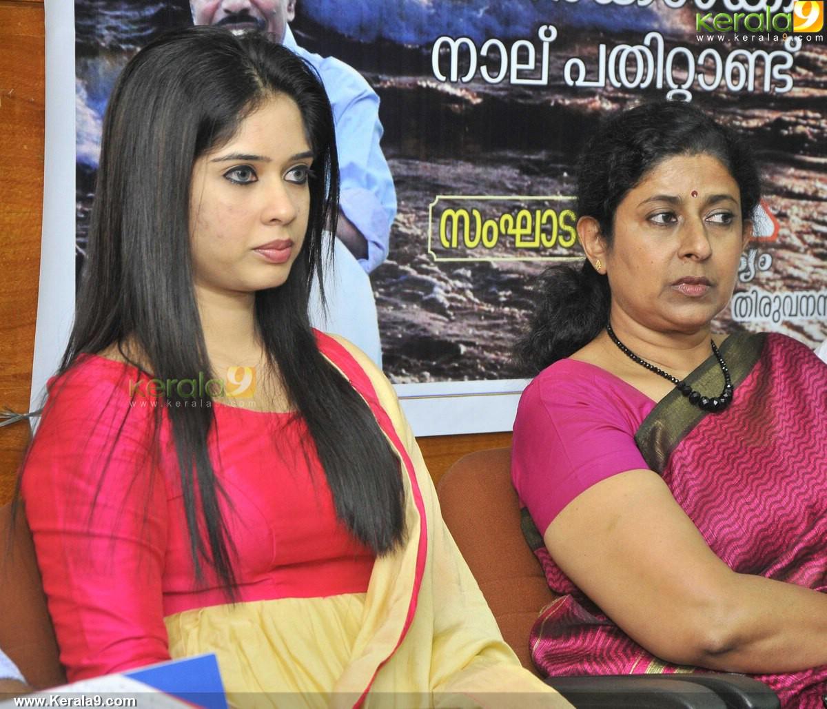 ulkadal at 40 book launch parvathy ratheesh pics 500 005