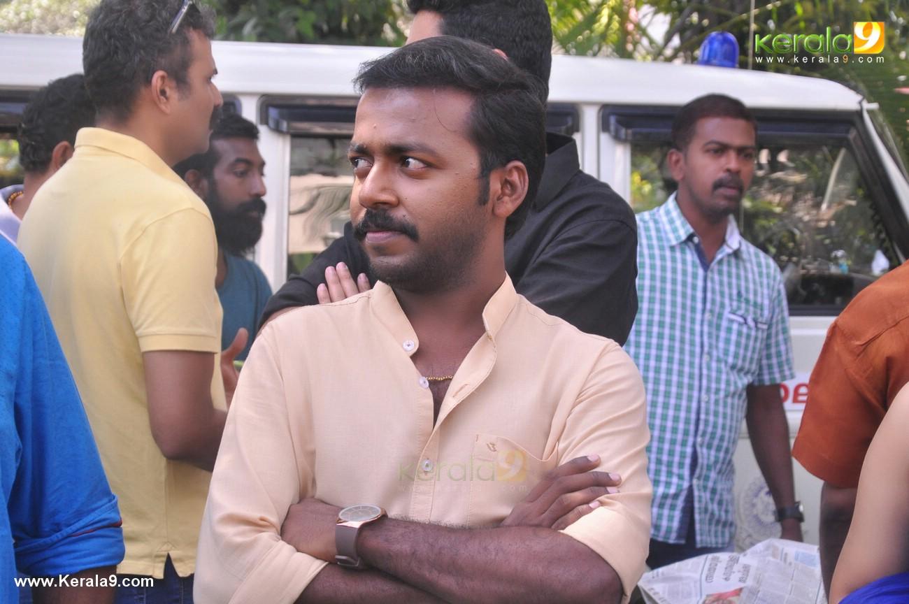 vikadakumaran movie pooja photos  084