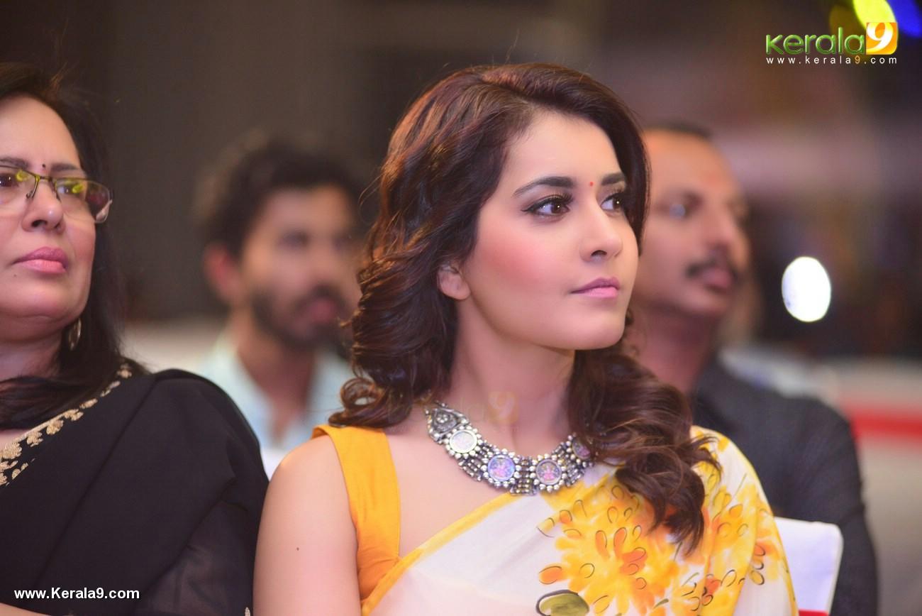 rashi khanna at villain malayalam movie audio launch photos 115 003