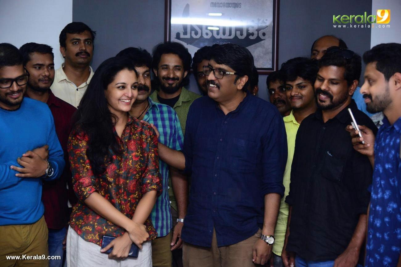 manju warrier at villain malayalam movie success meet photos 120 004
