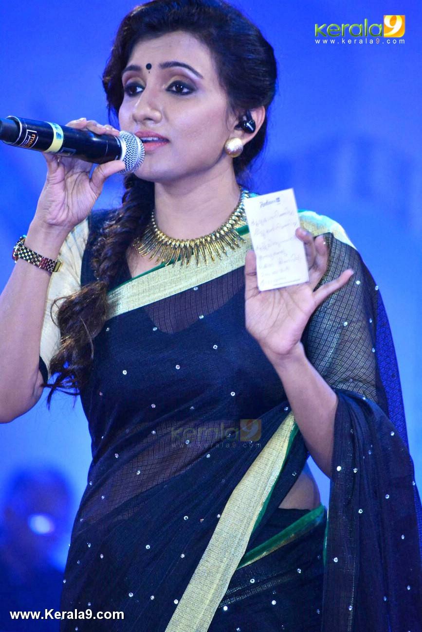 Singer Manjari At Vismaya Gaana Sandhya Musical Night Photos 092 11283 Kerala9 Com