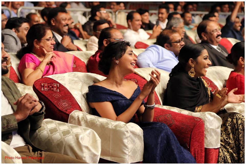 aishwarya lekshmi at yuva awards 2017 photos 125 00