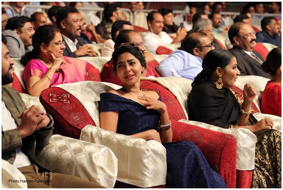 aishwarya lekshmi at yuva awards 2017 photos 125 008
