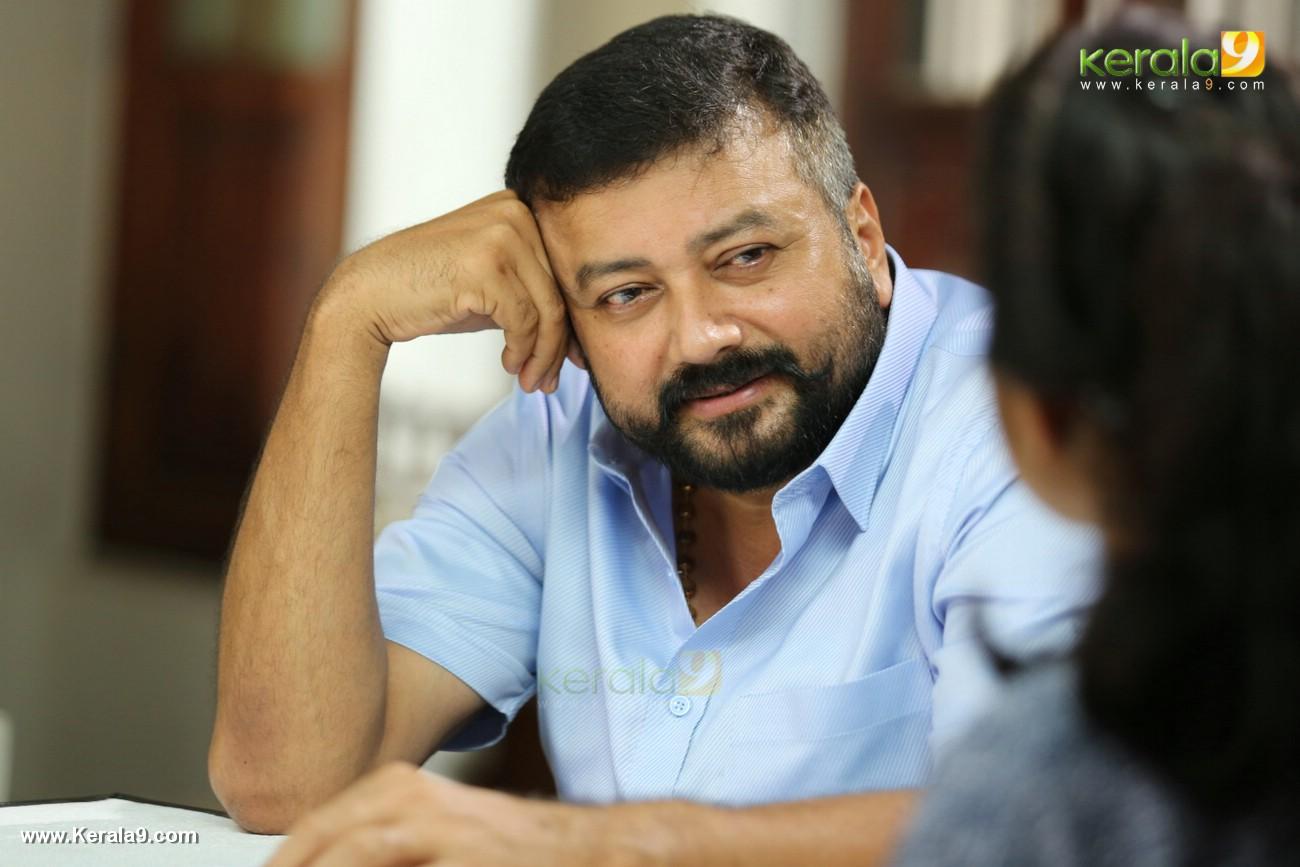 akasha mittayi malayalam movie jayaram photos 10