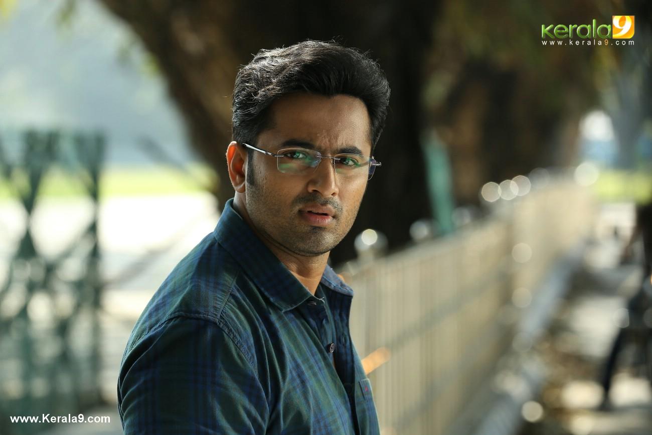 unni mukundan in chanakya thanthram movie stills 7