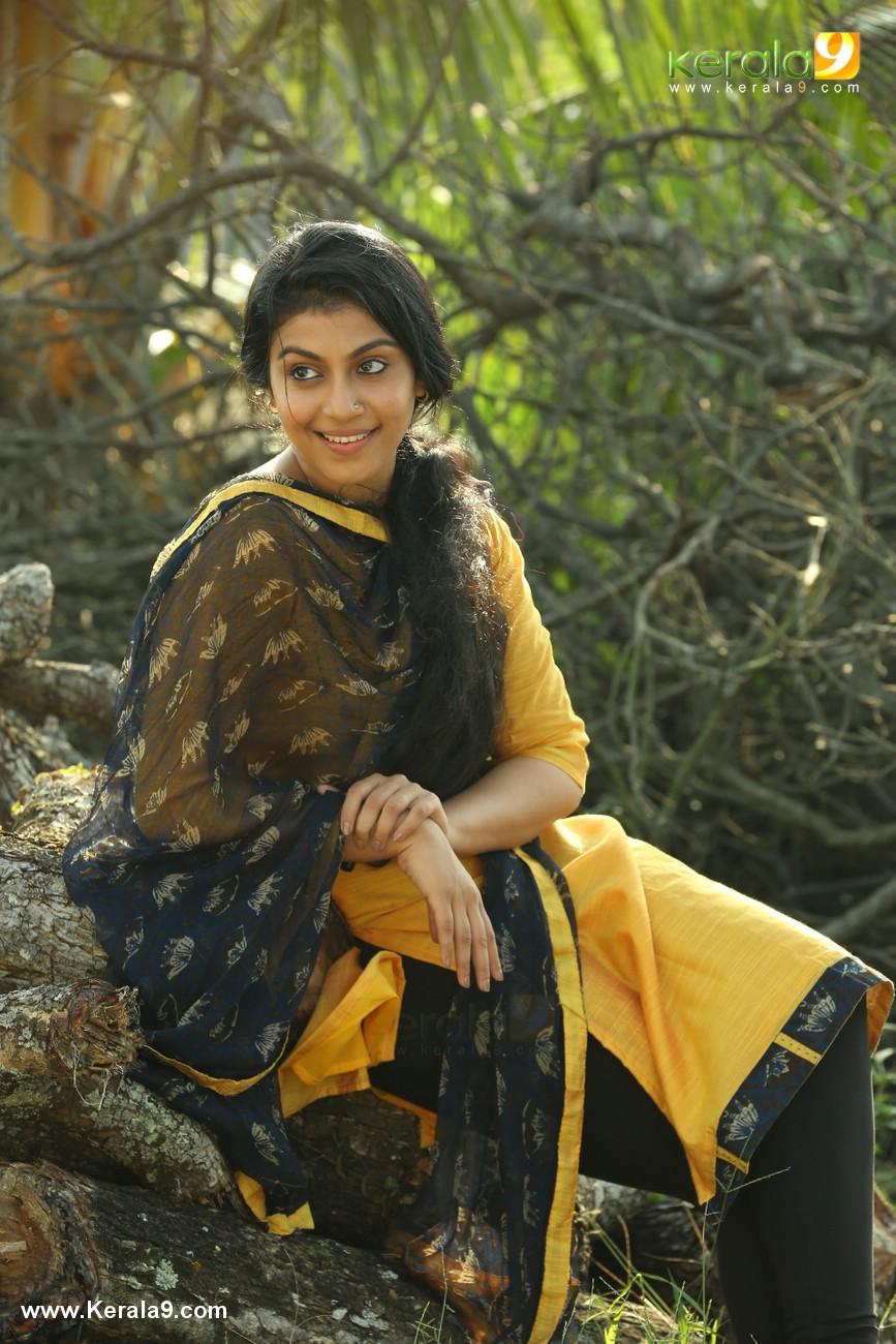 actress shruthi ramachandran in chanakya thanthram movie stills 29