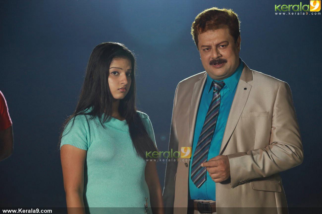 john honai malayalam movie malavika menon photos 001
