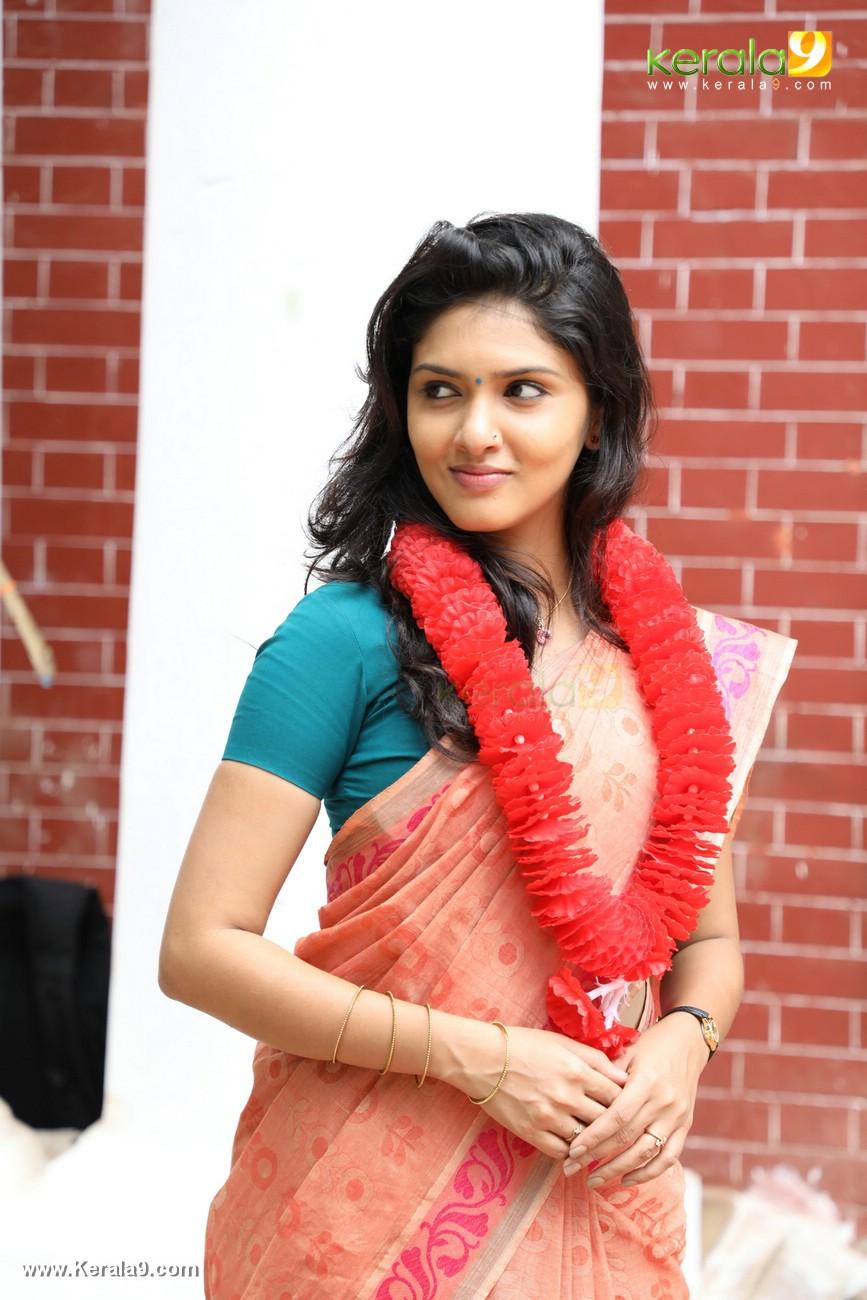 kala viplavam pranayam movie gayathri suresh photos 125 001