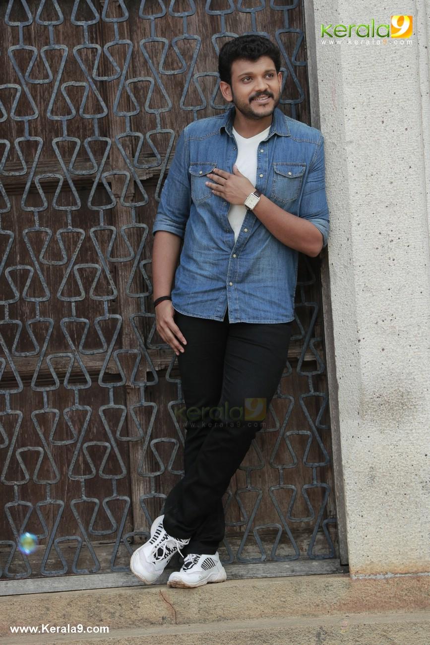 mukesh son shravan movie kalyanam malayalam movie stills 008