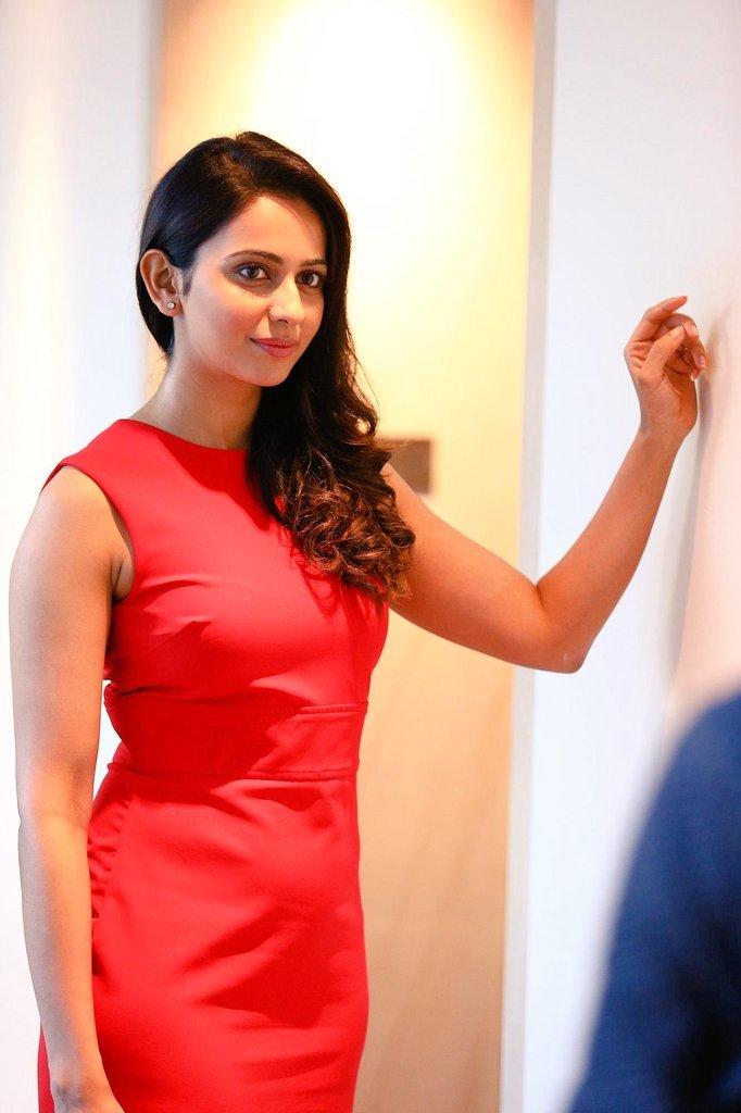 khakee tamil movie rakul preet singh photos 129 001