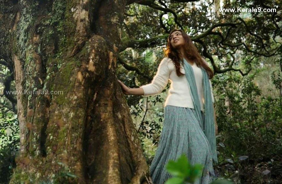 nazriya nazim in koode malayalam movie photo