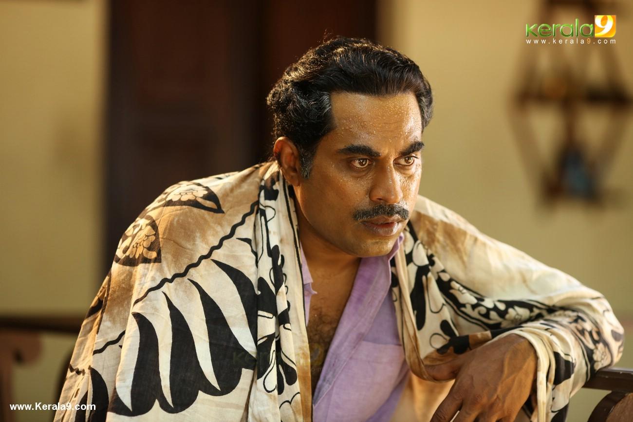 suraj venjaramoodu in kuttanpillayude sivarathri movie stills  002