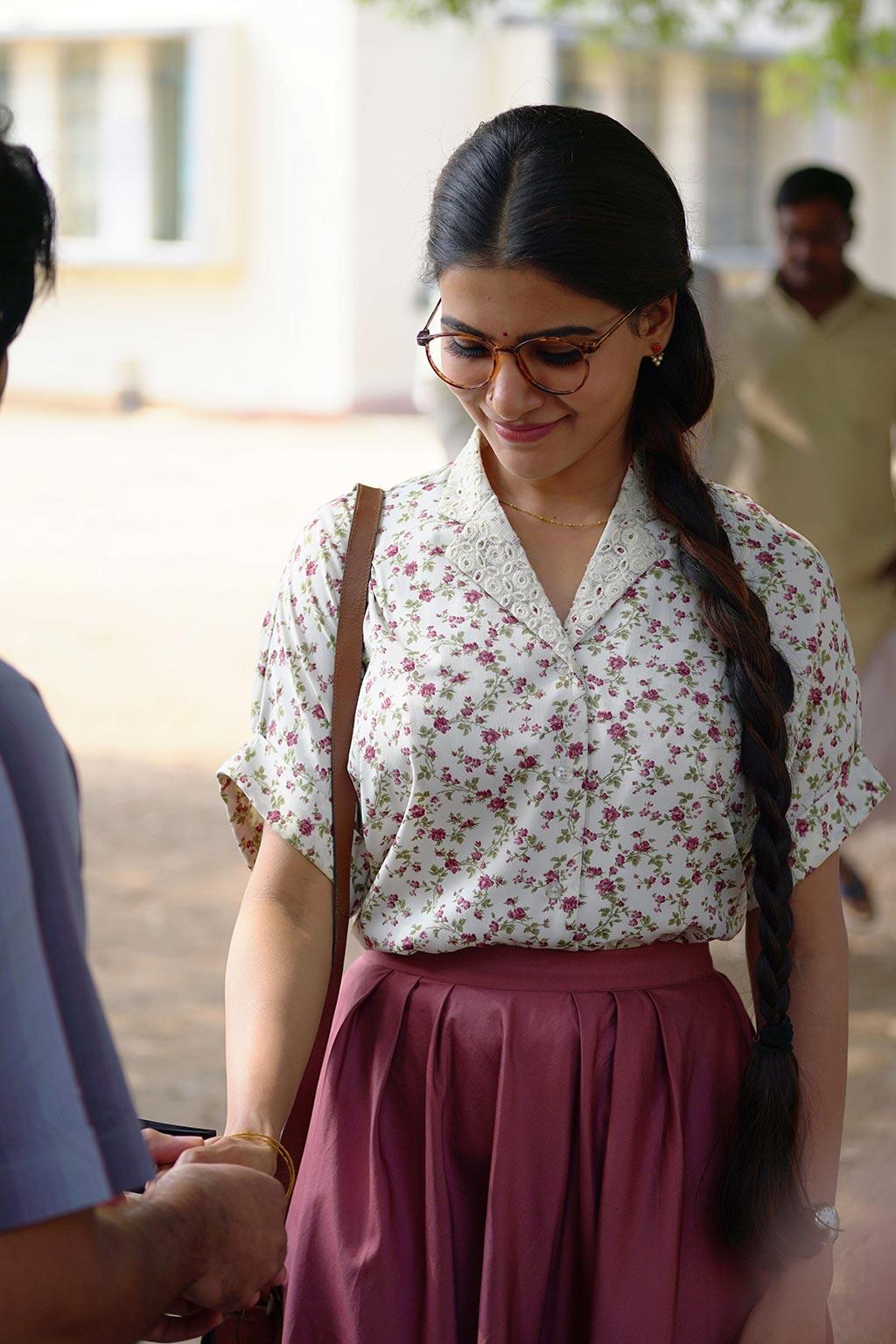 mahanati movie latest photos  4
