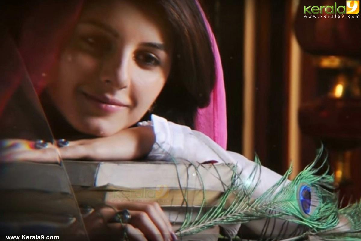 Kadhal Kadhai Actress