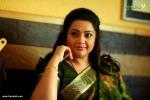 meena in munthirivallikal thalirkkumbol stills 03