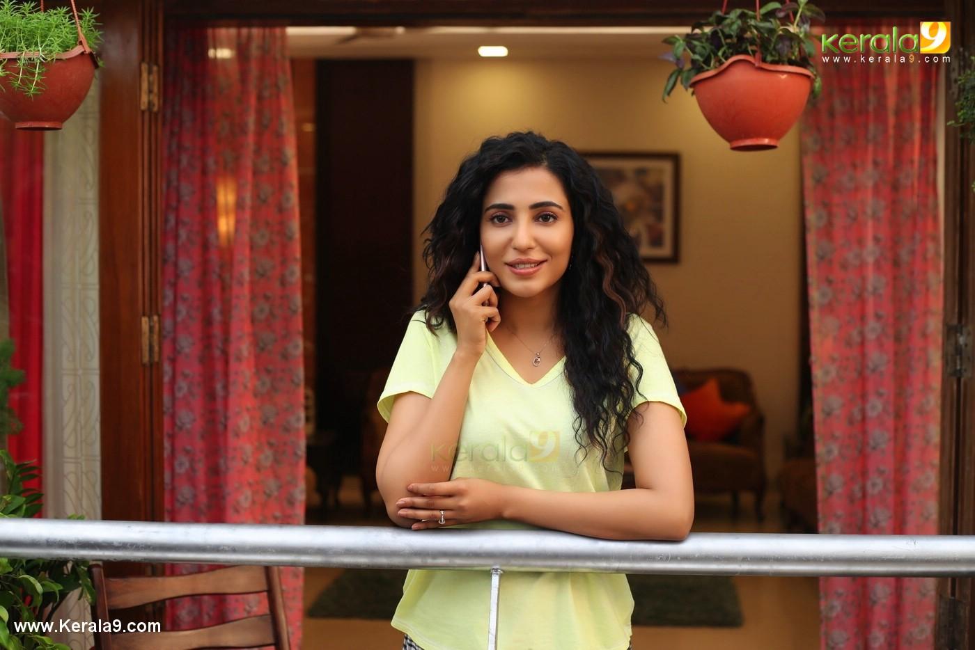 parvatii nair in neerali malayalam movie images 0923 9