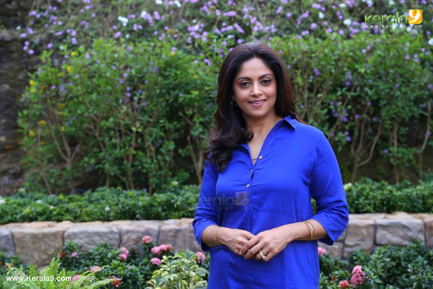 nadia moidu in neerali malayalam movie images 0923 2