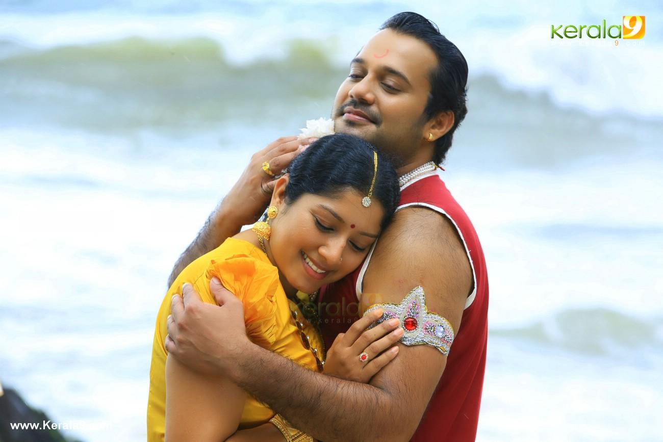 nilavariyathe movie stills 00