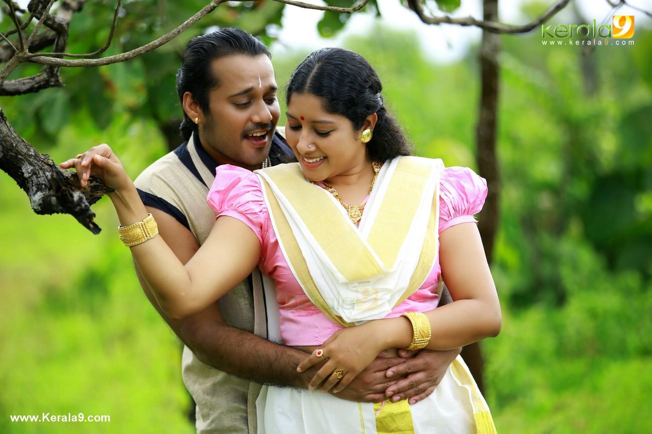 anumol nilavariyathe movie stills 012
