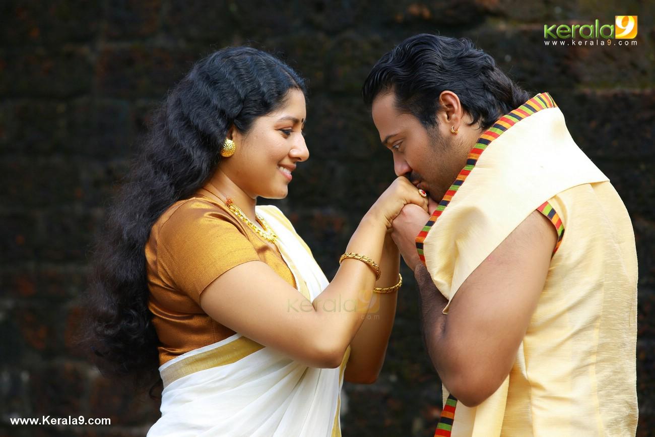 anumol nilavariyathe movie stills 015