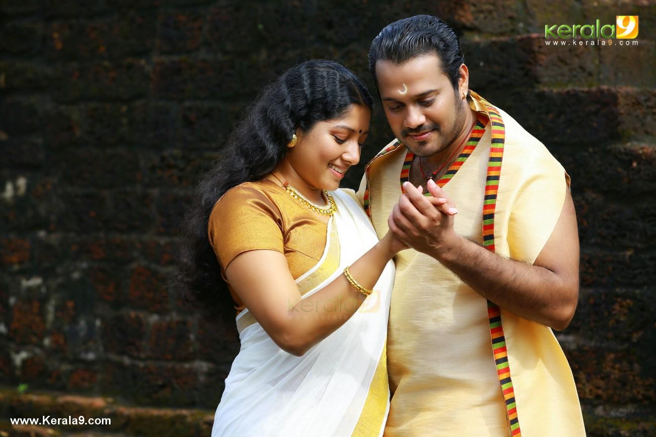 anumol nilavariyathe movie stills 016