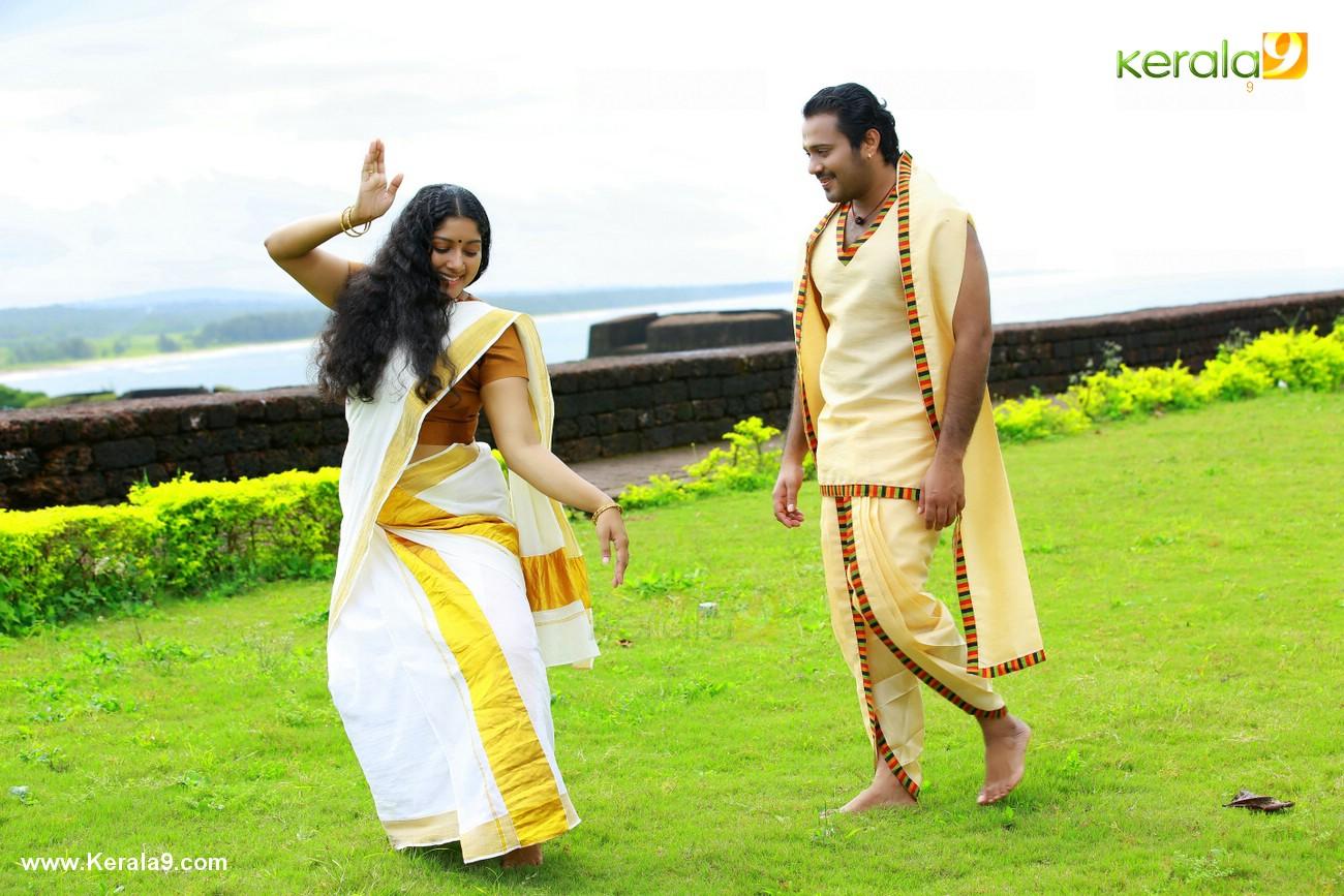 anumol nilavariyathe movie stills 017