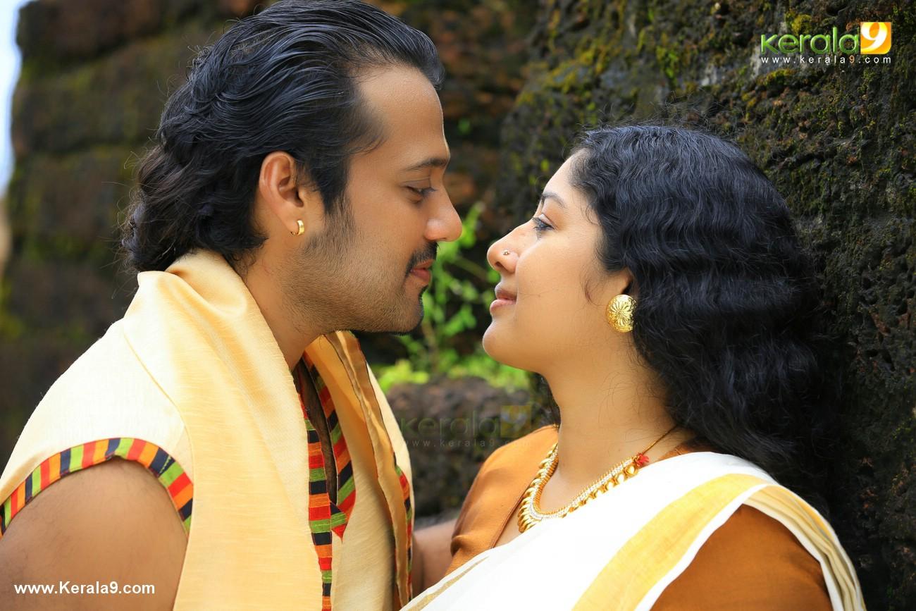 anumol nilavariyathe movie stills 020
