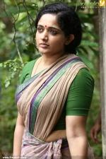 pinneyum malayalam movie kavya madahavan pics 159
