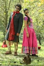 pudhusa naan poranthen tamil movie pics 200