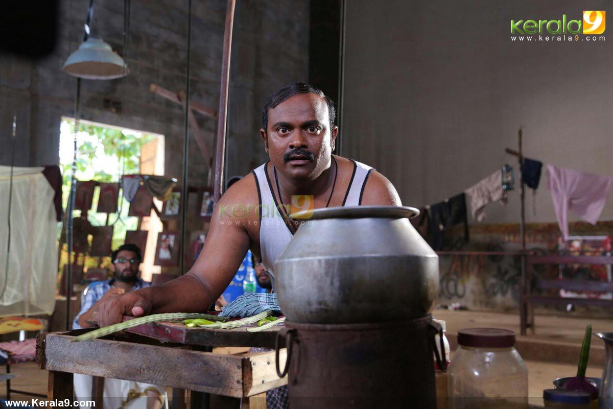 queue malayalam movie stills 022