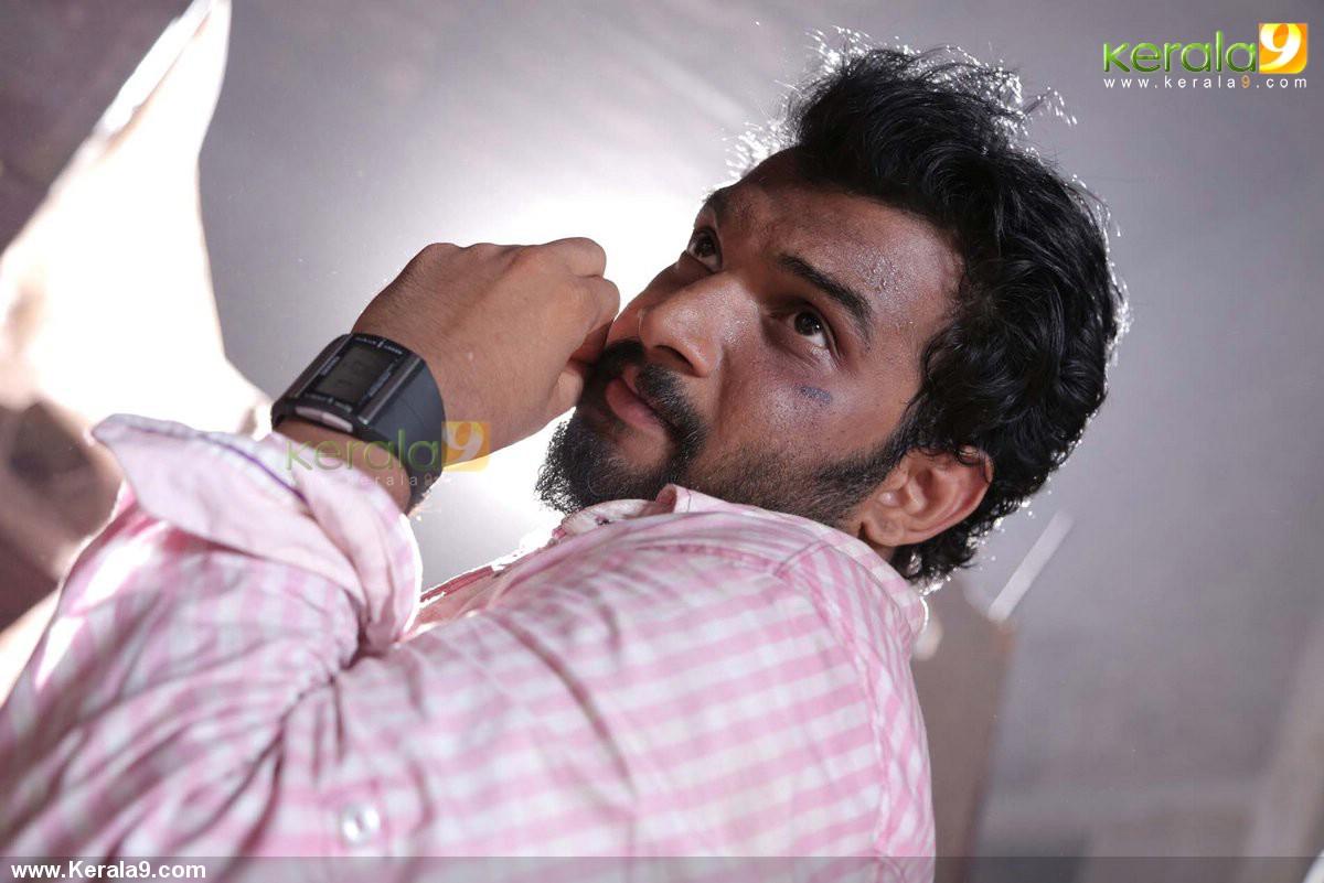 queue malayalam movie stills 023