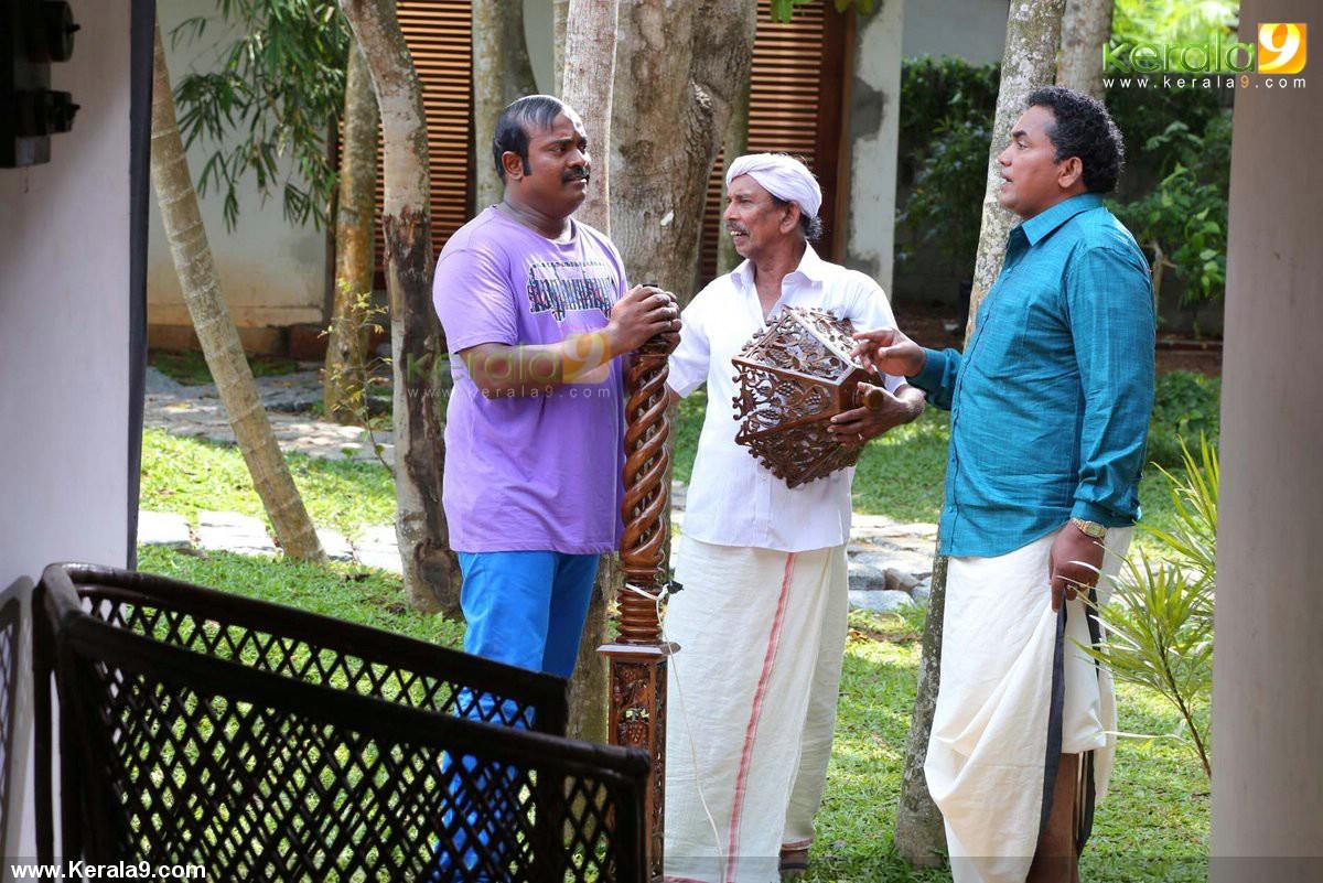 queue malayalam movie stills 024