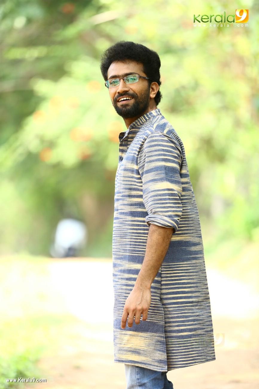 sakhavinte priyasakhi malayalam movie shine tom chacko pics 443 009