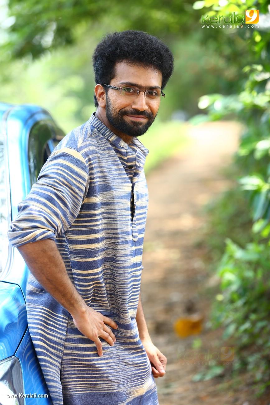 sakhavinte priyasakhi malayalam movie shine tom chacko pics 443