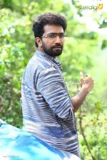 sakhavinte priyasakhi malayalam movie shine tom chacko pics 443 002