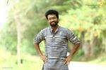 sakhavinte priyasakhi malayalam movie shine tom chacko pics 443 010