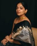 ahana-krishnakumar-new-photos-in-black-saree-04-001