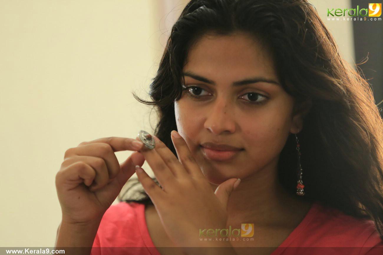 mili-malayalam-movie-amala-paul-pics-05143