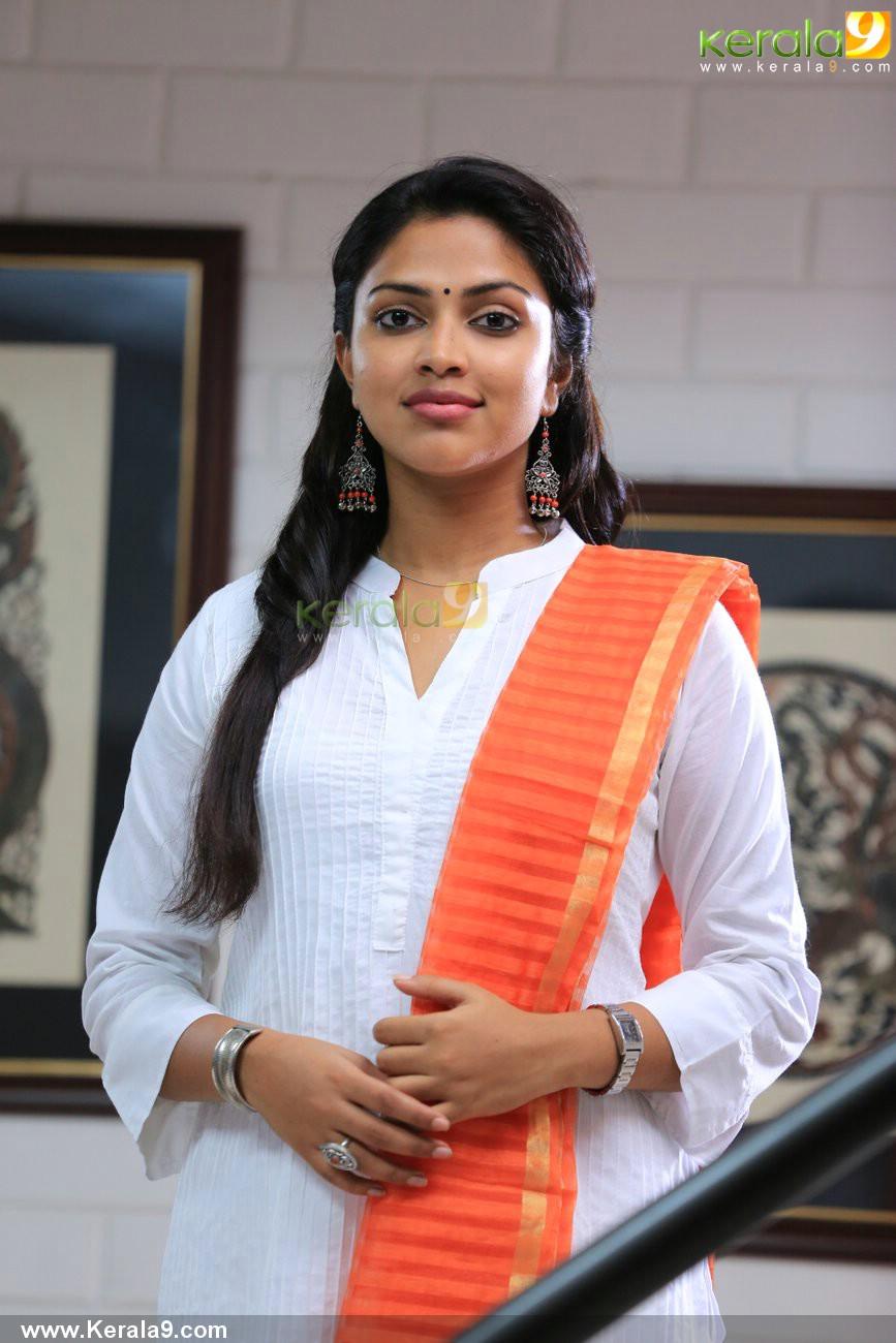 mili-malayalam-movie-amala-paul-pics-05511