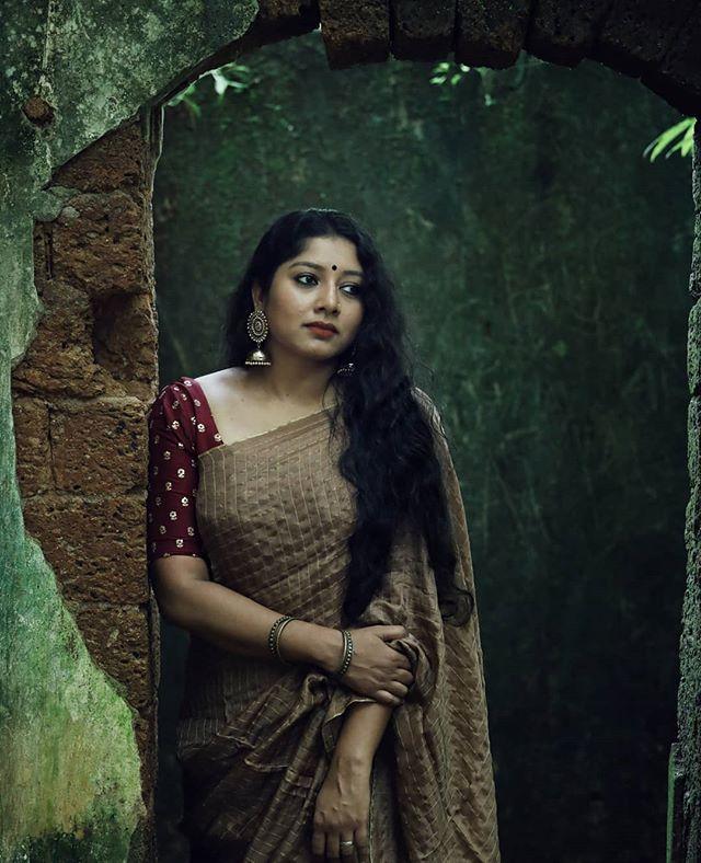 Anumol latest saree photos1234